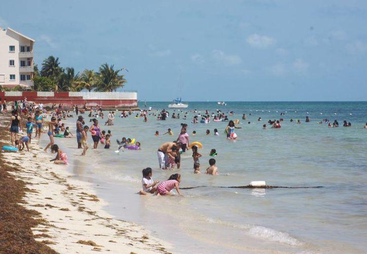 Tuvo Playa del Niño buena afluencia de cancunenses. (Luis Soto/SIPSE)