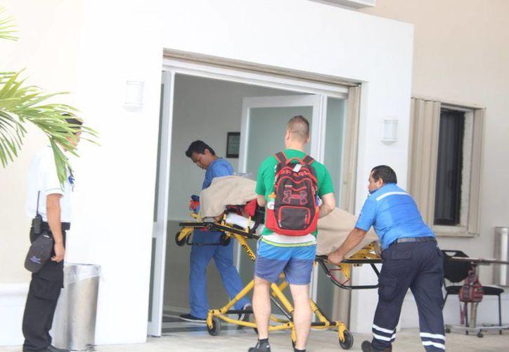 Una instructora de buceo resultó con lesiones graves en las piernas tras ser propelada en un muelle privado de Cozumel. (Redacción/SIPSE)