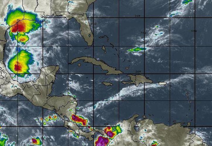 La temperatura mínima oscilará en los 28 grados centígrados en Cancún. (Intellicast)
