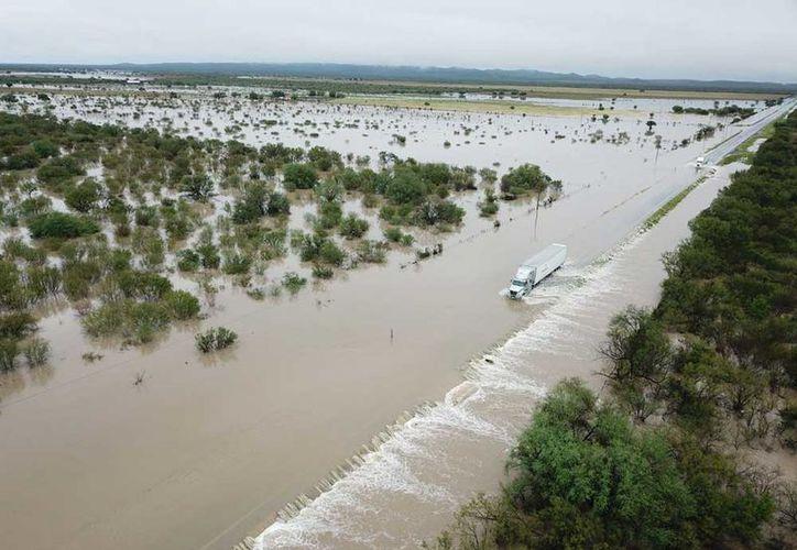 Protección Civil de Nuevo León reportó el desbordamiento del río Pesquería. ( Aracely Garza/Excélsior).