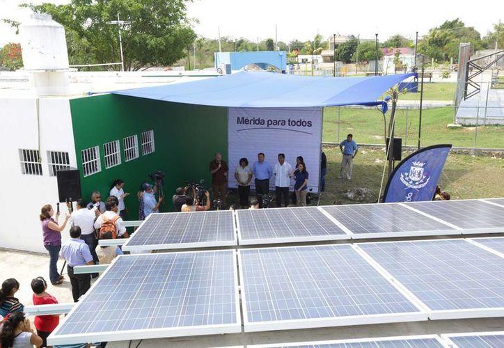 Los paneles solares se instalan en centros de superación integral del Ayuntamiento. (SIPSE)