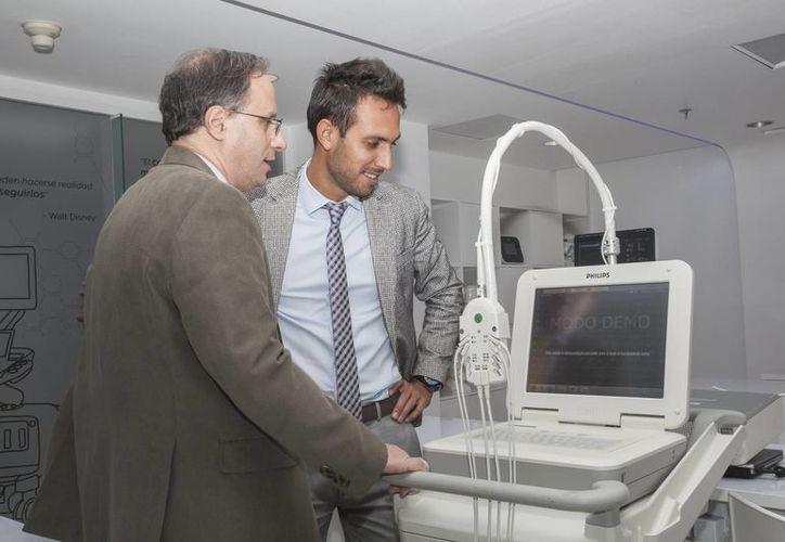 Presentación de equipos de alta tecnología. (Tomás Álvarez/SIPSE)