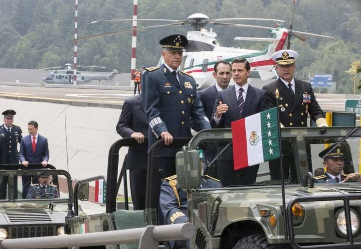 El secretario de la Defensa Nacional, Salvador Cienfuegos, acompañó al Presidente en la ceremonia de clausura y apertura de los planteles militares. (Presidencia)