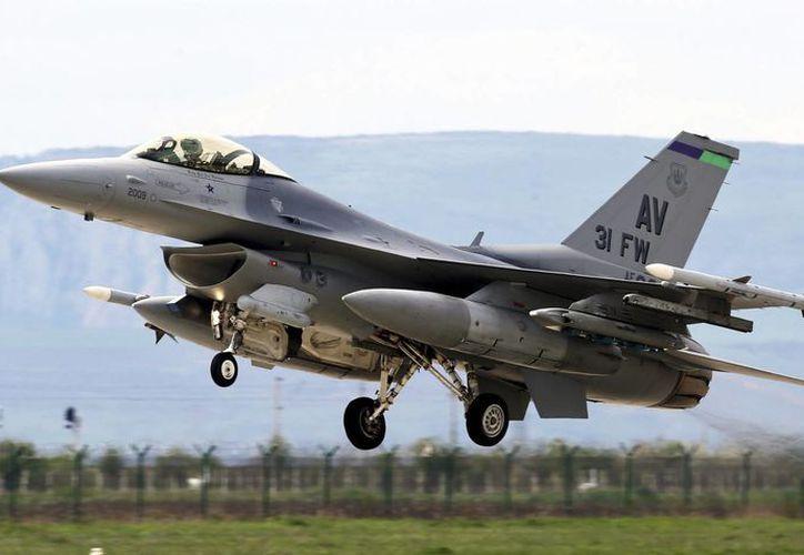 Partes del F16 fueron halladas a unos 96 km de Ciudad de Panamá, donde los militares realizan misiones de entrenamiento. Imagen de contexto. (EFE/Archivo)