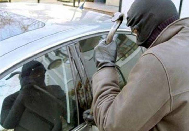 En 2012 hubo violencia en el 55% de los casos de robos de auto registrados. (www.10minutos.com.uy/Foto de archivo)