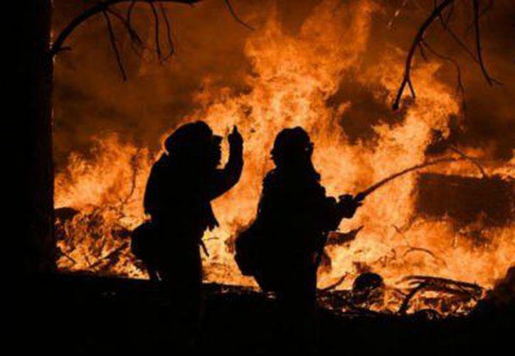 El incendio forestal Ponderosa ha destruido más de mil hectáreas junto con diez casas. (Twitter).