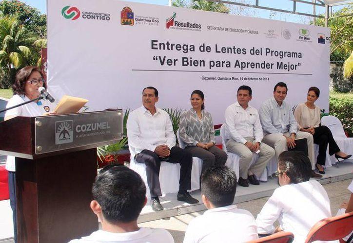 """El evento de entrega fue en la escuela primaria """"Benito Juárez García"""". (Cortesía/SIPSE)"""