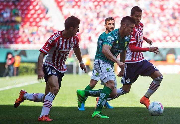 Guadalajara perdió este domingo en casa ante los Esmeraldas de León 1-0, por lo que en seis jornadas siguen sin sumar de a tres en el Clausura 2016. (Archivo Mexsport)