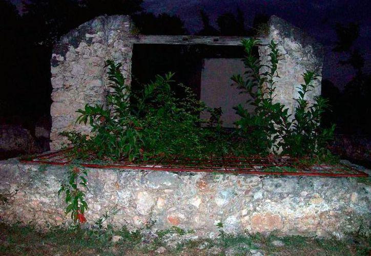 En este pozo, los habitantes de Mama suelen ver los fantasmas de don Batach y de su hijoi. (Jorge Moreno/SIPSE)