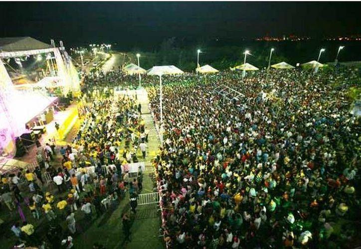 El Malecon Tajamar ha acogido a los asistentes quienes disfrutan de los conciertos. (Cortesía/SIPSE)