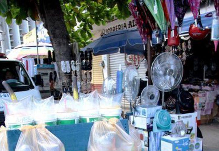 Venta de productos fríos en Mérida se incrementa 50 por ciento por el intenso calor, aseguran comerciantes. (Milenio Novedades)