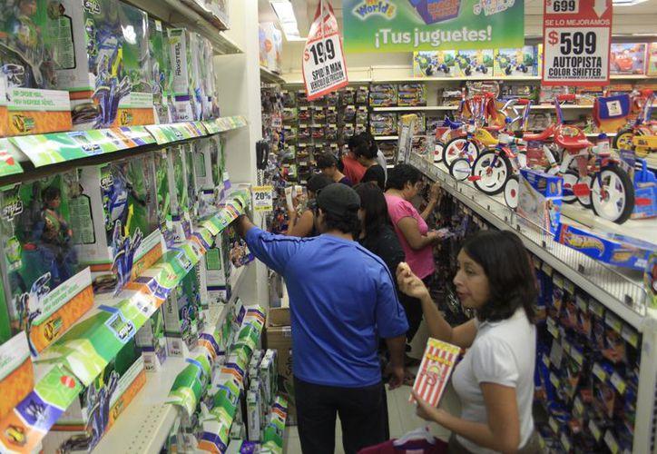 Antes de comprar, los consumidores deben ser objetivos y formularse preguntas sobre la utilidad de los obsequio, dice la Profeco. (Christian Ayala/SIPSE)