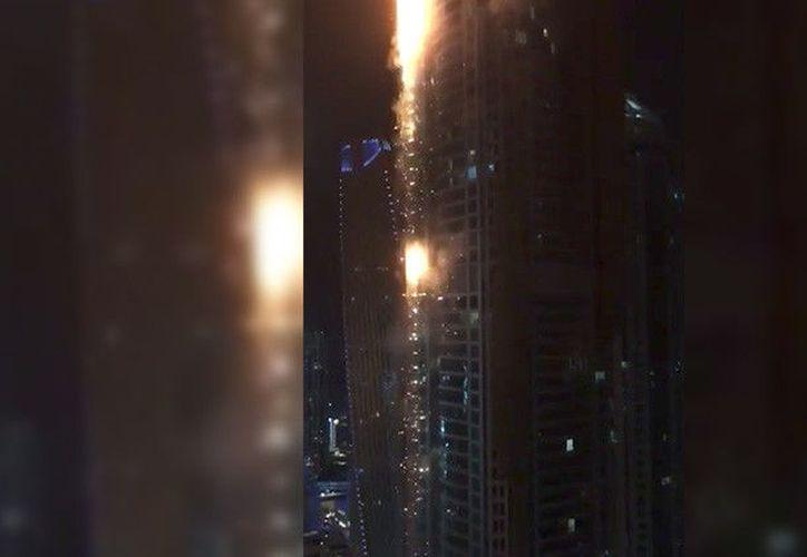 No es la primera vez que un siniestro así afecta este edificio. En 2015 cientos de residentes debieron ser evacuados debido a un principio de incendio.(Youtube / Arab News)