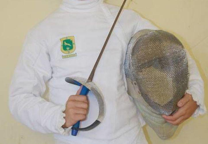 La competencia dará inicio el próximo dos de abril en Francia. En la foto, el espadachín Pedro Echeverría. (Milenio Novedades)