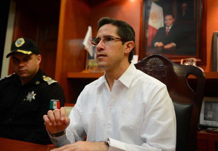 El alcalde Aurelio Joaquín González respaldó el accionar del director de Seguridad Pública. (Gustavo Villegas/SIPSE)