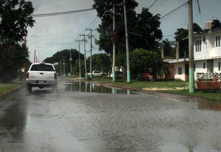 Las precipitaciones no afectaron la circulación vial. (Harold Alcocer/SIPSE)