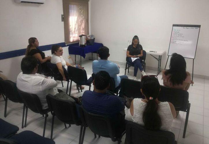 La subdelegación de la Profeco en Playa del Carmen se reúne con proveedores escolares. (Daniel Pacheco/SIPSE)