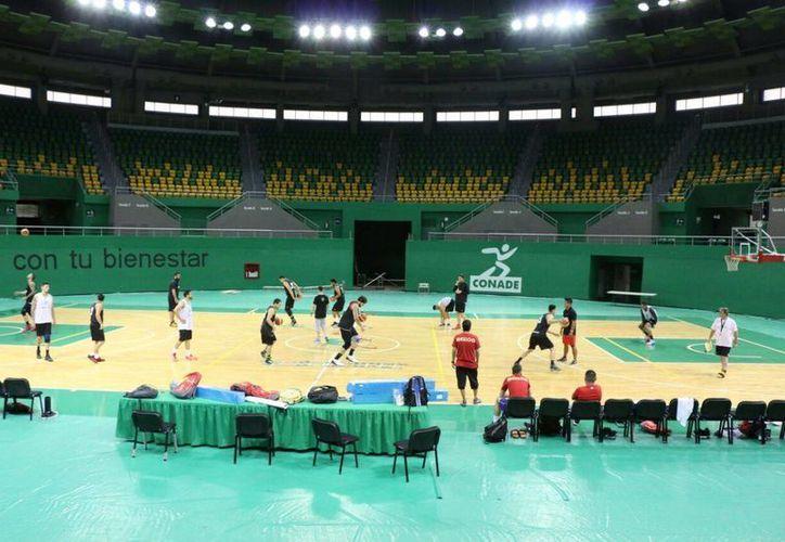 La Selección Mexicana de Básquetbol durante su entrenamiento de este miércoles en el Polifórum Zamná. (José Acosta/ SIPSE)