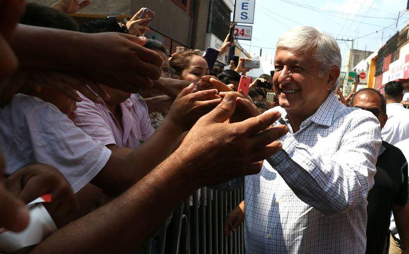 Andrés Manuel López Obrador dijo que terminará con lujos en el gobierno. (Notimex)
