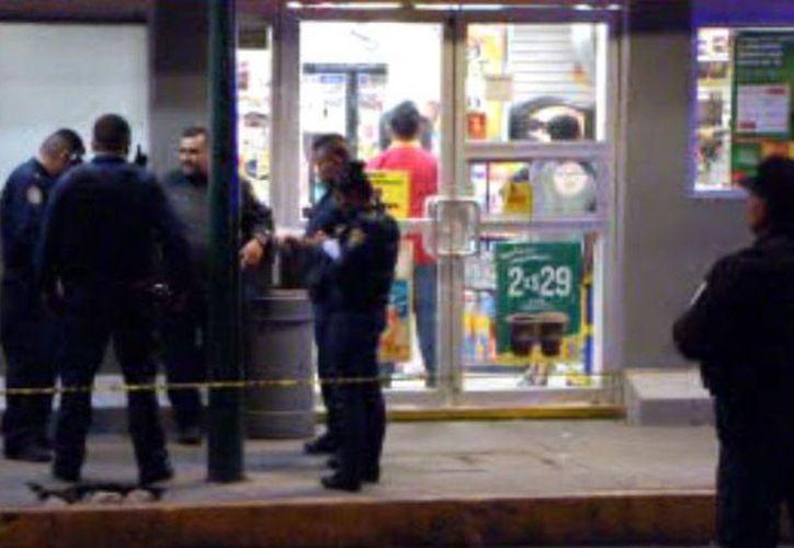 En la zona se montó un operativo policíaco para tratar de localizar a los presuntos ladrones. (Foto: Noticieros Televisa)