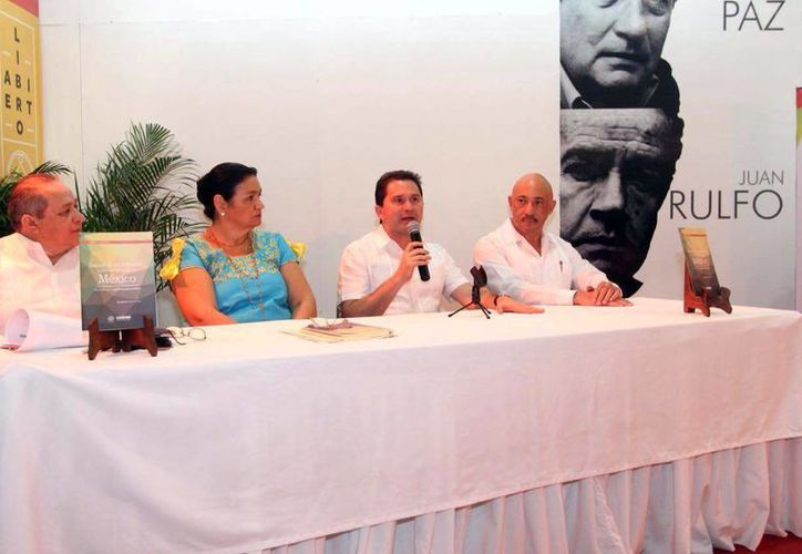 Mauricio Sahuí Rivero, al presentar su libro 'Impulso de una reforma político electoral en México, con énfasis en la construcción de coaliciones gubernamentales'. (Milenio Novedades)