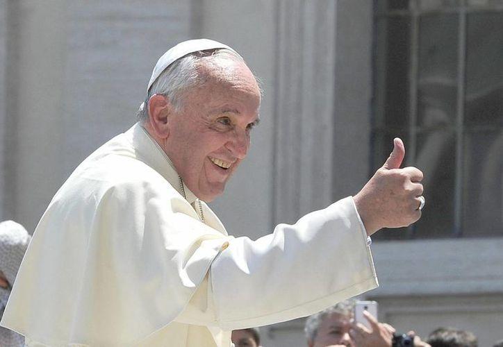 El Papa pidió dar más oportunidades de trabajo a los jóvenes para evitar que caigan en los vicios. (EFE)