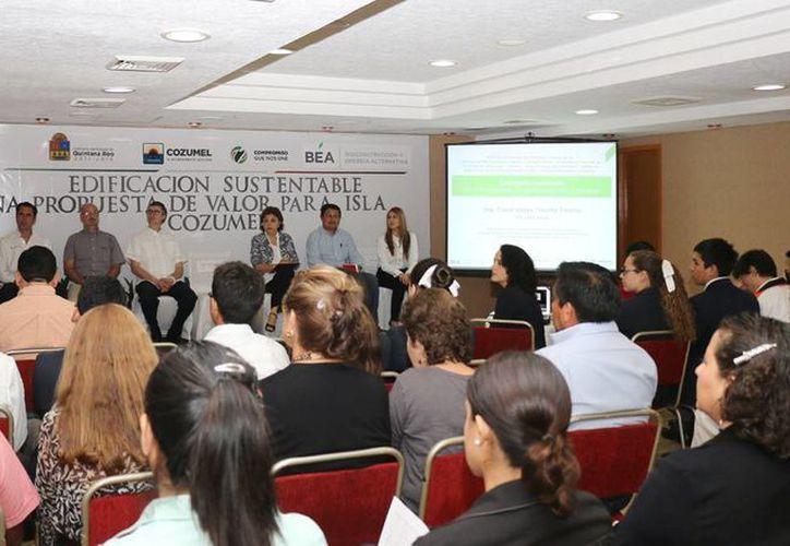 El Ayuntamiento de Cozumel organiza una serie de conferencias para promover la construcción sustentable en la isla. (Cortesía)