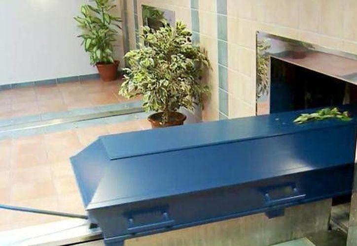 Los hornos crematorios llegan a alcanzar una temperatura de mil 200 grados centígrados. (actualidad.rt.com)