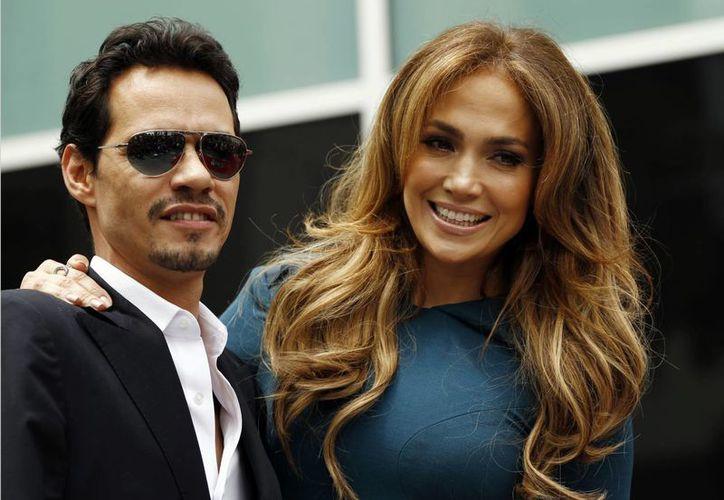 Jennifer López con Marc Anthony en el Salón de la Fama de Hollywood el 23 de mayo de 2011. (Foto: AP)