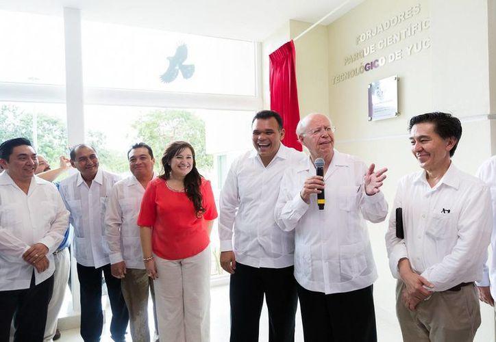 El gobernador yucateco Rolando Zapata y el rector de la UNAM, José Narro, durante la inauguración de la Unidad Académica de Ciencias y Tecnología de la UNAM. (SIPSE)