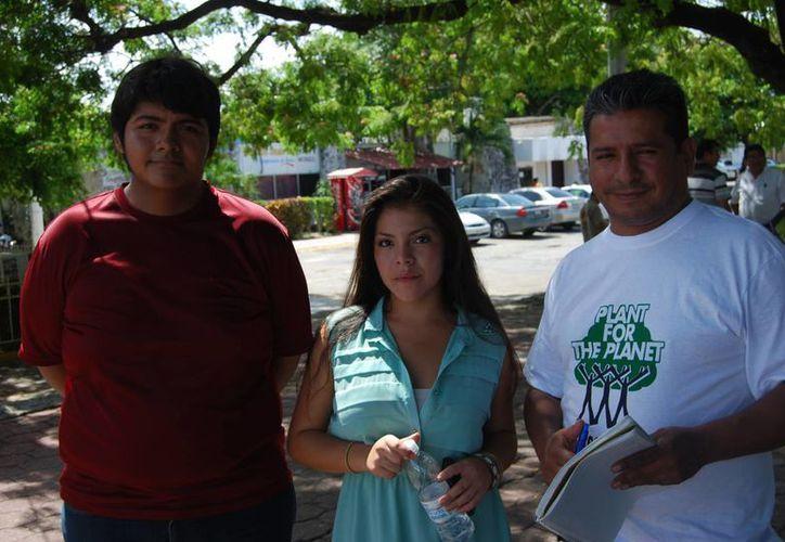 Los organizadores explicaron que esperan una asistencia de 250 participantes de todas las edades y el costo de inscripción es llevar una plata o árbol. (Tomás Álvarez/SIPSE)