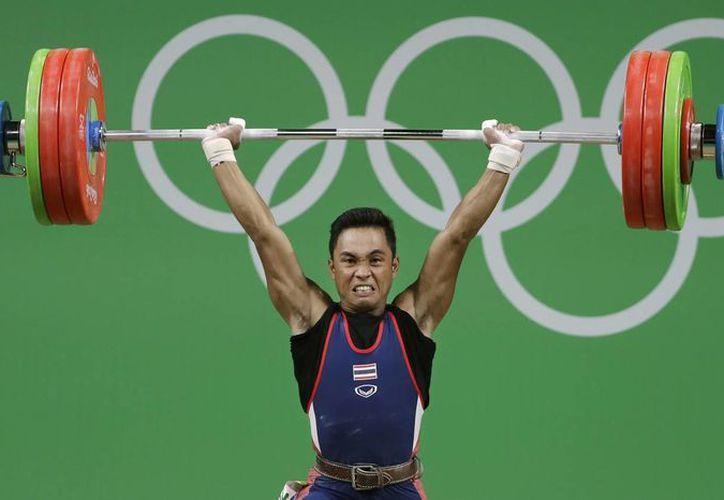 El tailandés Sinphet Kruaithong durante su participación en la competencia en Río 2016. (AP Photo/Mike Groll)