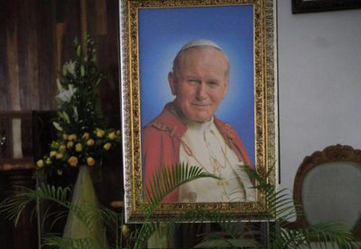Las Reliquias de San Juan Pablo Segundo estuvieron en la parroquia de la Ciudad de la Alegría. (Tomás Álvarez/SIPSE)