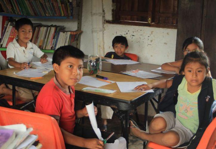 Oportunidades apoya a familias que cumplan con determinadas corresponsabilidades, como enviar a niños y jóvenes a la escuela. (SIPSE)