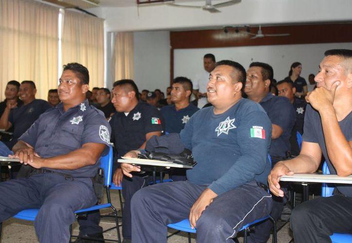 Autoridades han impartido cursos sobre el nuevo sistema penal a los agentes de la PMP. (Harold Alcocer/SIPSE)