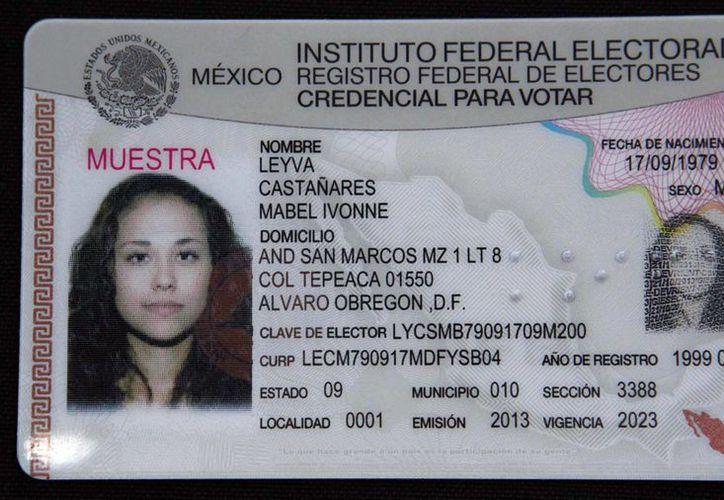 El IFE puso a disposición de los ciudadanos, en su página en Internet, un mecanismo que solicita datos al interesado en renovar su credencial de elector. (Notimex)