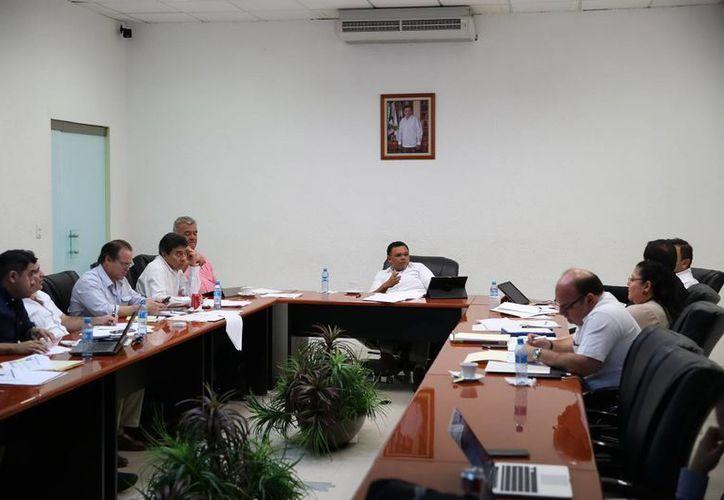 El Gobernador y el gabinete estatal de seguridad analizaron acuerdos este sábado para reforzar la seguridad en el territorio yucateco. (Foto cortesía del Gobierno estatal)