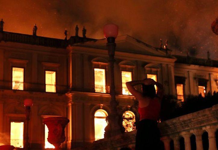 El Museo Nacional de Río de Janeiro fue arrasado la noche del 2 de septiembre por las llamas. (Milenio)