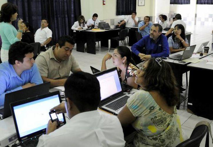 Han tomado talleres relacionados con el impulso a su formación, capacitación y actualización en materia de administración pública federal, estatal y municipal. (Redacción/SIPSE)