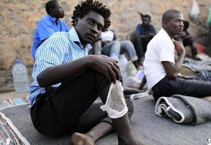 La semana pasada unos 150 inmigrantes intentaron cruzar al mismo tiempo la valla, y al mismo tiempo otros 300 nadaron para tratar de llegar a las costas de Ceuta en España. (Agencias)