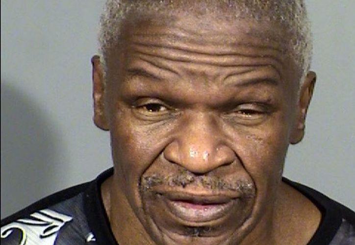 Alegan que Floyd Mayweather padre pegó en el rostro a la mujer y la dejó tirada. (excelsior.com)