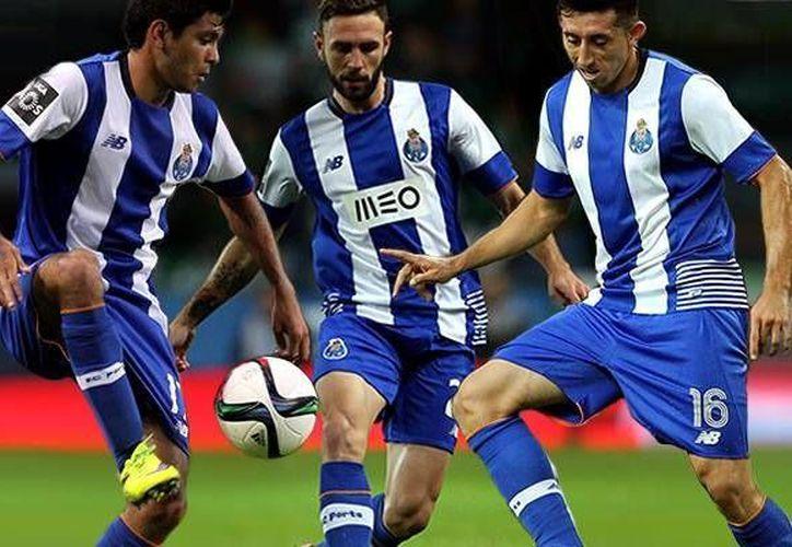 Corona (i), Layún (c) y Herrera son los tres mexicanos que con el Porto calificaron a octavos de final de la Liga de Campeones de Europa. (Foto tomada de mediotiempo.com)