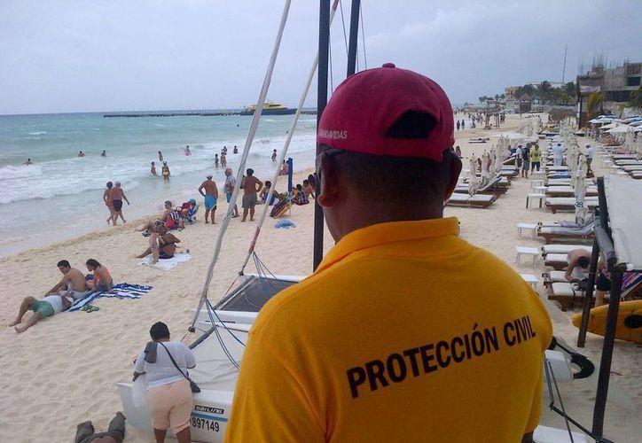 Se reportaron vientos y fuerte oleaje en las costas de Solidaridad. (Daniel Pacheco/SIPSE)
