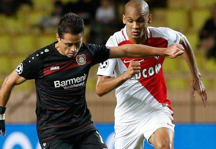 En partido de la fase de grupos Mónaco rescató el empate 1-1 en su casa ante Bayer Leverkusen, que se había puesto en ventaja con gol de cabeza de Javier Hernández 'Chicharito'. (AP)