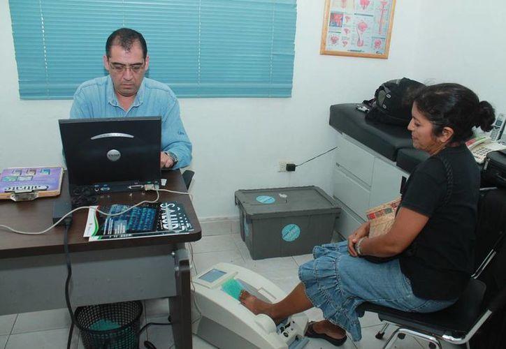 Las pruebas de de detección de osteoporosis se realizarán a bajo costo en el DIF de Cozumel. (Redacción/SIPSE)