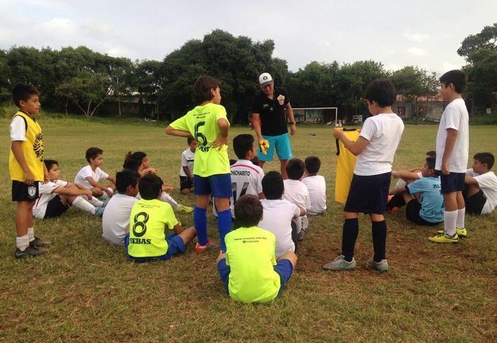 Los entrenadores dieron a conocer a los guerreros que representarán al municipio. (Raúl Caballero/SIPSE)