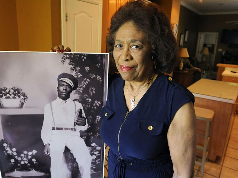 The lady Josephine Bolling McCall poses with a photo of her father. (AP)