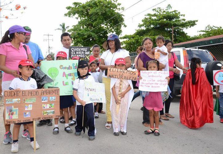 Niños de pre escolar fueron nombrados guardianes del medio ambiente.  (Manuel Salazar/SIPSE)