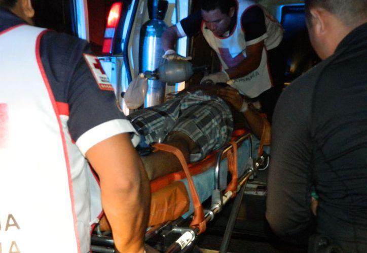 El joven fue trasladado a un hospital pero falleció al llegar al mismo. (Milenio Novedades)