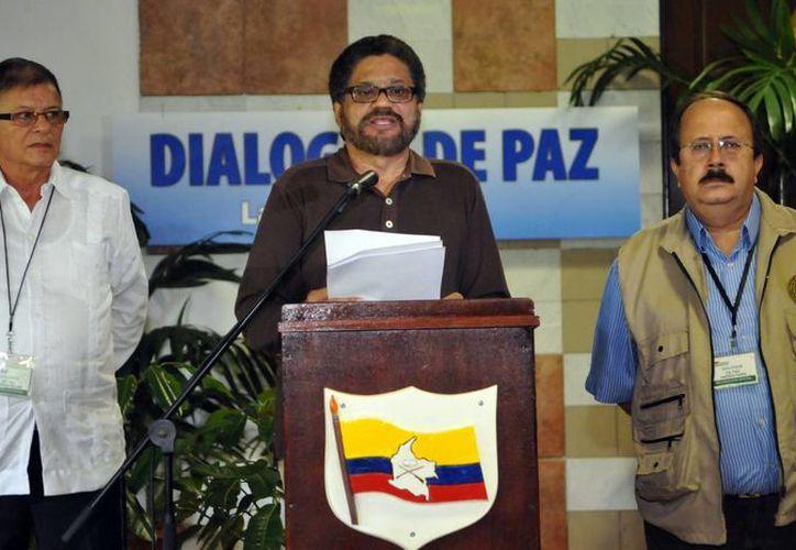 El segundo jefe de las FARC y líder de los delegados de esta guerrilla en los diálogos de paz con el Gobierno colombiano, Luciano Marín durante la apertura del decimoquinto ciclo de las conversaciones. (EFE)